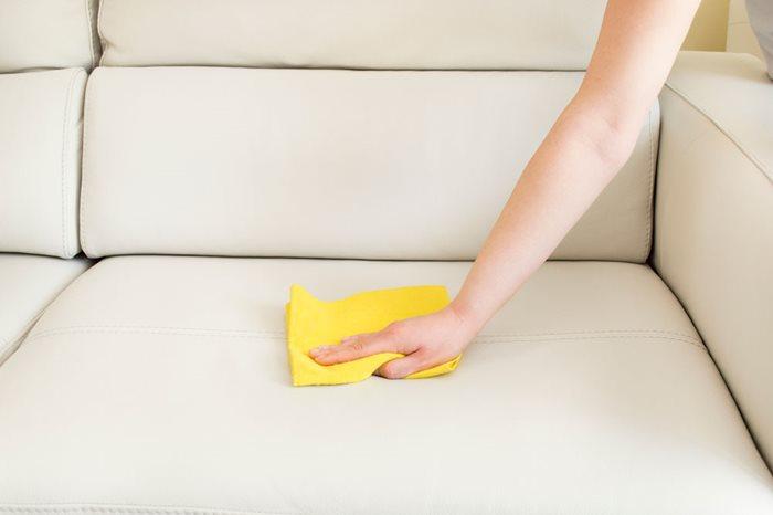 Ypperlig Vask og rengøring af sofa ⇒ Sådan bliver den fuldstændig ren SU-14