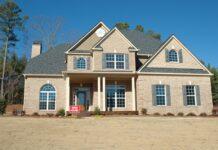 Hvad er sandblæsning, og bør du overveje at få din facade sandblæst?